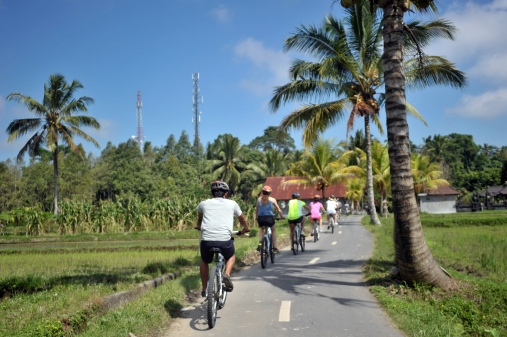 activities - Experience a bicycle tour discovering a different Bali - copyright Oneworld Retreats