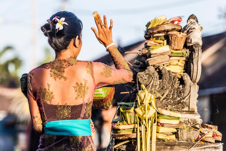 bali - A devotion of daily blessings and prayer by the Balinese - copyright Oneworld Retreats